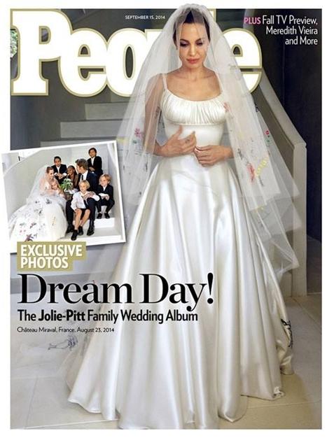 Bộ váy cưới của Angelina Jolie khiến nhiều người bị choáng
