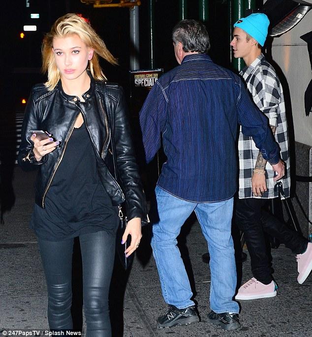 Hình ảnh này được ghi lại vào đầu tháng 11, khi Justin Bieber và Hailey Baldwin cùng nhau tham gia bữa tiệc sinh nhật của Pastor Carl Lenz tại NYC.