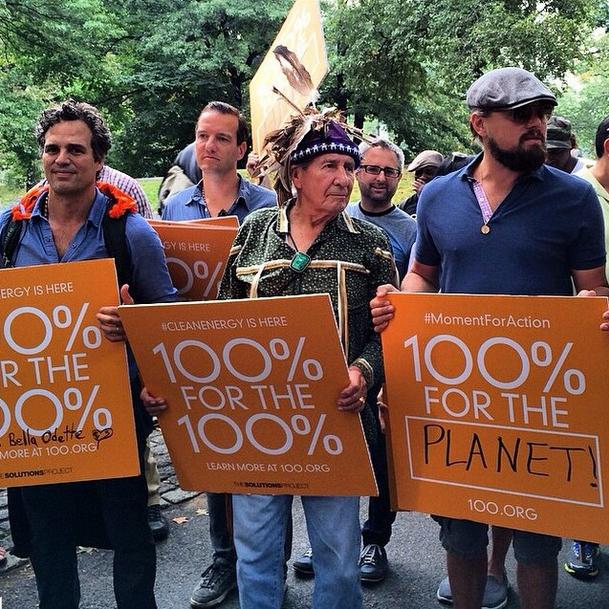 Leonardo trong cuộc diễu hành 100% for the 100%. Bức ảnh này được nam diễn viên đăng tải trên tài khoản xã hội Instagram 6 giờ trước.