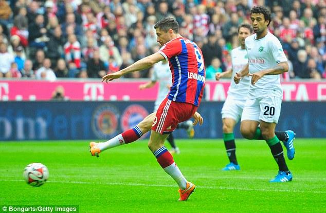 Lewandowski đã có 7 bàn thắng cho Bayern sau cú đúp vào lưới Hannover.
