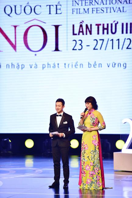 MC Anh Tuấn và Hoa hậu thế giới người Việt Ngô Phương Lan đảm nhiệm vai trò dẫn chương trình khai mạc LHP Quốc tế HN lần 3.