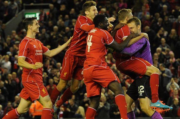 Liverpool may mắn giành chiến thắng trong loạt luân lưu
