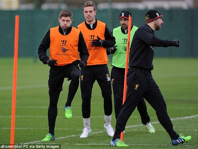 Liverpool nỗ lực tập luyện trước chuyến thăm Old Trafford.