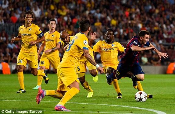 Messi khiến hàng thủ APOEL Nicosla phải trải qua một ngày thi đấu mệt mỏi.