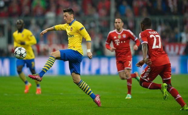 Mesut Ozil phải nghỉ thi đấu hết năm 2014