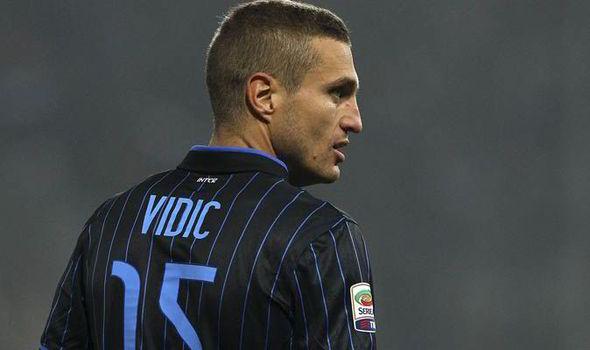 Nemanja Vidic  sẽ quay lại thi đấu cho Man United?