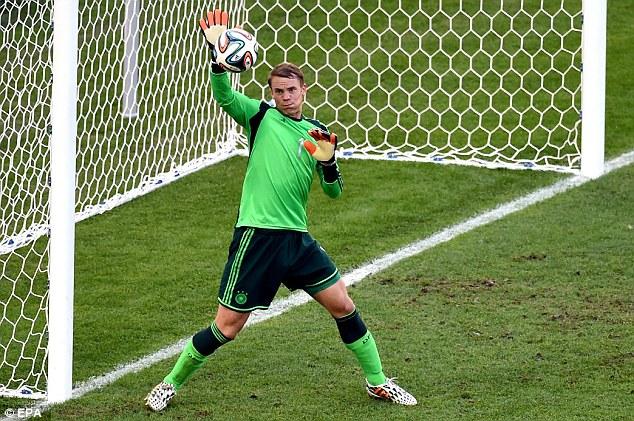 Ngoài ra, thủ môn từng cùng ĐT Đức vô địch thế giới ở Brazil còn có kĩ năng bắt bóng và phản xạ xuất sắc.