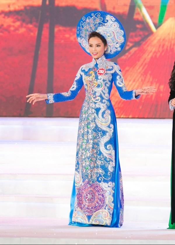 Nguyễn Cao Kỳ Duyên trong trang phục áo dài tại đêm chung kết vừa qua
