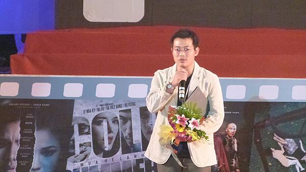 Đạo diễn Nguyễn Hoàng Lâm nhận giải tại LHP Việt Nam lần thứ 18