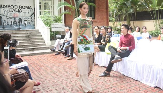 Sự kết hợp giữa tranh thêu và đá quý Việt Nam trong BST của NTK Quang Nhật (Nguồn: nhandan)