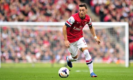 Arsenal đang gần như nuôi báo cô Mesut Ozil