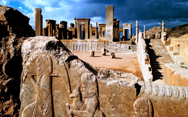 Thành phổ Persepolis, cố đô của Đế chế Ba Tư xưa.