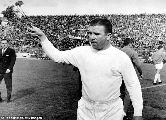 Huyền thoại Ferenc Puskas cũng có tên trong danh sách những cầu thủ ghi bàn cột mốc với bàn thứ 200.