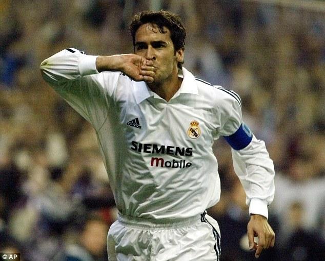 """""""Chúa nhẫn"""" Raul ghi bàn thứ 700 cho Real ở cúp châu Âu"""