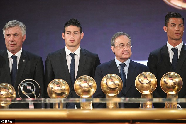 Ronaodo và HLV Ancelotti, James Rodriguez cùng đại diện CLB Real Madrid thâu tóm các danh hiệu ở Globe Soccer Awards 2014.
