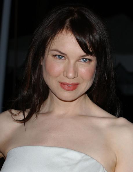 Thử nghiệm với màu tóc đen trong lễ trao giải Peoples Choice Awards 2005