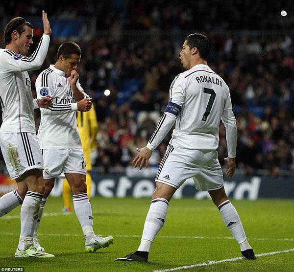 Ronaldo lập công từ chấm phạt đền, đóng góp vào trận thắng thứ 19 liên tiếp của Real