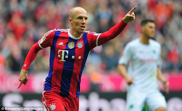 Robben làm các cầu thủ Hannover chóng mặt với pha đi bóng và ghi bàn ma thuật.