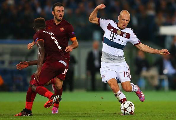 Robben múa may khiến hàng thủ của AS Roma chao đảo