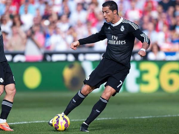 Ronaldo mở tỉ số từ rất sớm mở toang chiến thắng dễ dàng cho Real.