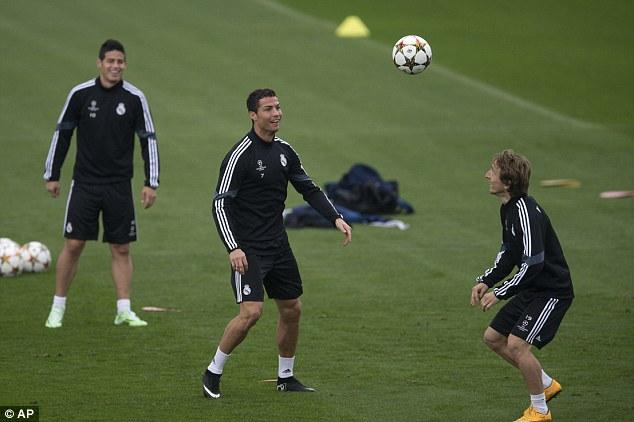 Ronaldo (giữa) và James Rodriguez (trái)là những người góp công lớn trong chiến thắng trước Granada cuối tuần qua.