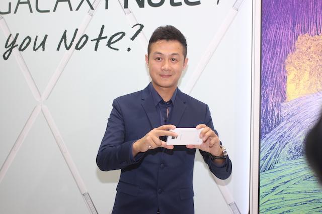 MC Anh Tuấn trong sự kiện ra mắt Galaxy Note 4