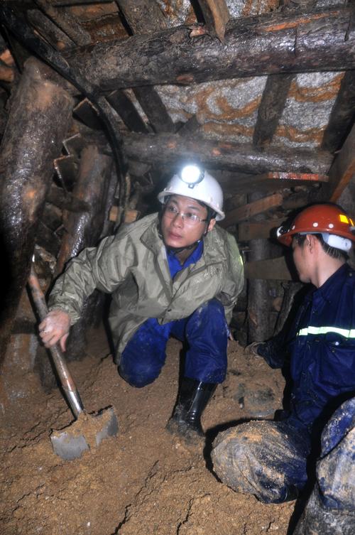 Ngách hầm được đào vào để giải cứu 12 công nhân. Ảnh:Phước Tuấn