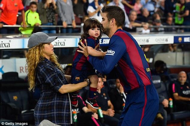 Là bạn gái của Pique, dĩ nhiên Shakira luôn cổ vũ cho Barca.