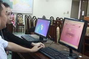 Nhóm Thư ký giám khảo được hướng dẫn thao tác trên phần mềm tác nghiệp của LHTHTQ qua hệ thống máy chủ được lắp đặt trước buổi tập huấn