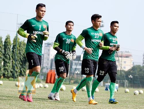 Thanh Diệp (số 30) và Vĩnh Lợi (số 22) cũng bị HLV Miura gạch tên khỏi danh sách dự AFF Cup 2014. (Ảnh: Khám phá)