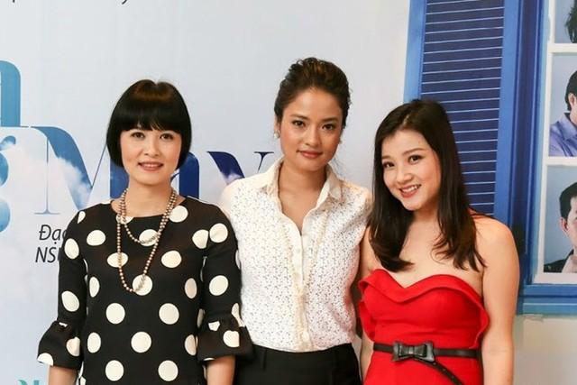 Diễn viên Thanh Hòa (áo đỏ) và Thúy Hà, Thúy Hằng, đảm nhận 3 vai nữ chính trong phim.