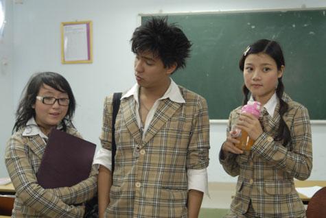 Thanh Hòa (phải) vai Pi trong phim Chít và Pi.