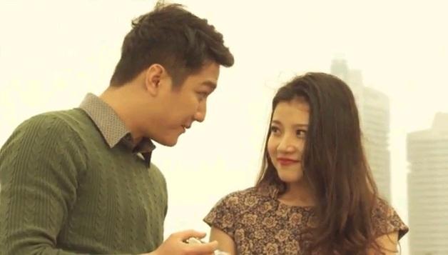 Thanh Hòa trong vai Huệ hẹn gặp người tình (Chí Nhân thủ vai) trong phim Mưa bóng mây.