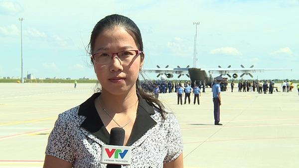 PV Nhật Linh đưa tin trong vụ rơi máy bay MH17 từ Ukraine (Ảnh: NV cung cấp)