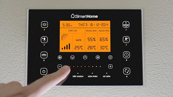 Người dùng cũng có thể trực tiếp điều khiển nhà thông minh bằng bảng điều khiển trung tâm