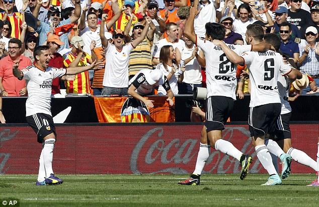 Valencia có trận đấu tưng bừng trước nhà ĐKVĐ