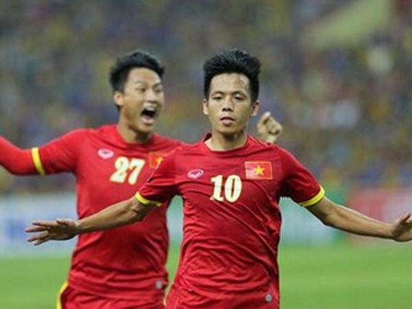 Văn Quyết (số 10) đã chơi rất hay trong chiến thắng 2-1 trước ĐT Malaysia. Ảnh: Zing