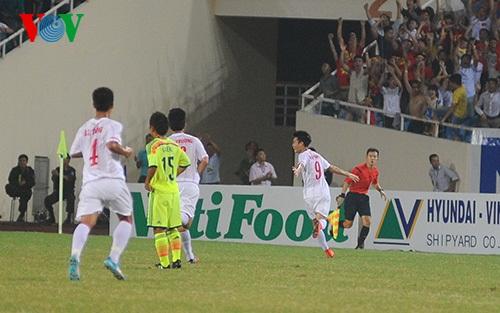 Văn Toàn (số 9) ăn mừng bàn thắng mở điểm sau pha xoay người và dứt điểm gọn gàng ở phút 21. (Ảnh: VOV)