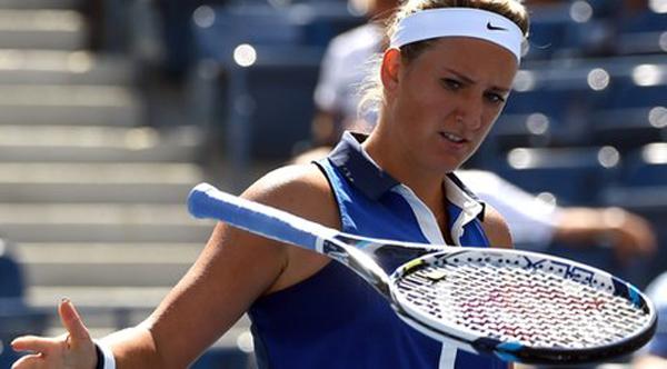 Quá thất vọng, Azarenka đã ném vợt xuống sân