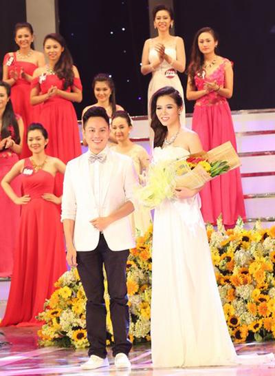Nữ sinh viên mặc áo dài đẹp nhất - Trần Thị Phương Thảo đến từ Đại học Sư phạm TP HCM.