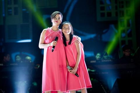 Mỹ Linh cùng con gái sẽ xuất hiện trong đêm chung kết Gương mặt thân quen nhí (ảnh: Vnmedia)
