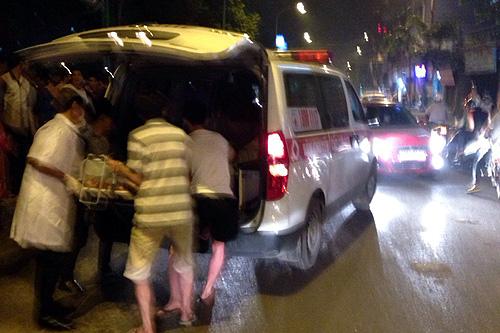 Xe cứu thương trong vụ tai nạn đưa nạn nhân đi cấp cứu - Ảnh bạn đọc cung cấp.