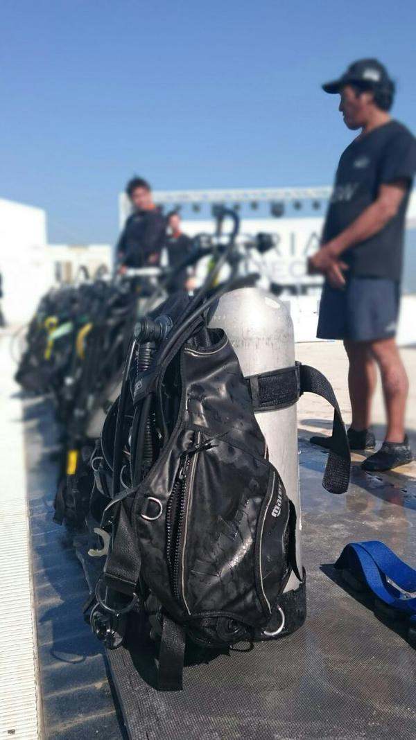 Để tham quan và mua sắm tại cửa hàng Xperia Aquatech, khách hàng sẽ phải mặc đồ lặn và sử dụng bình dưỡng khí
