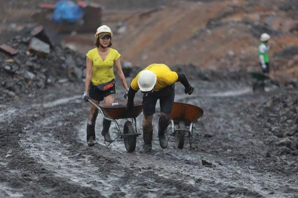 Thử thách tại bãi than thực sự gây ra khó khăn và cản bước các tay đua.