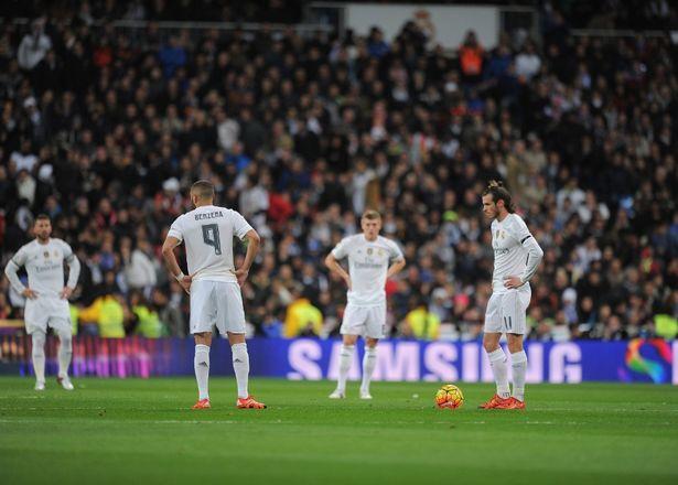 Hàng công của Real Madrid vẫn thi đấu bạc nhược sau đó và 2-0 là tỷ số của hiệp 1