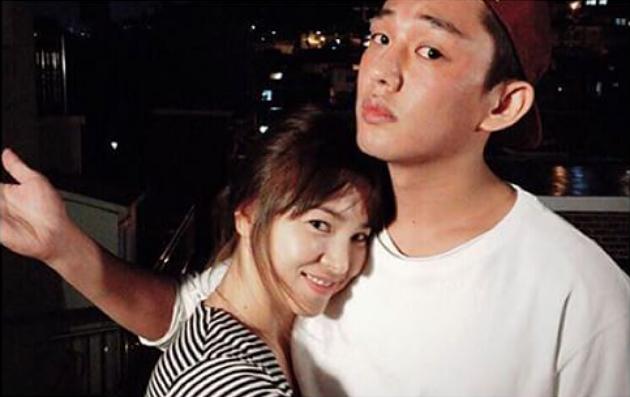 Hình ảnh gây xôn xao của Yoo Ah In và Song Hye Kyo.