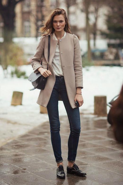 Collarless coat là kiểu áo khoác không cổ, giúp bạn biến đổi phong cách trong mùa Thu - Đông.