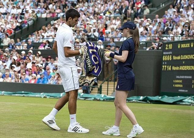 Djokovic lên tiếng xin lỗi cô gái nhặt bóng