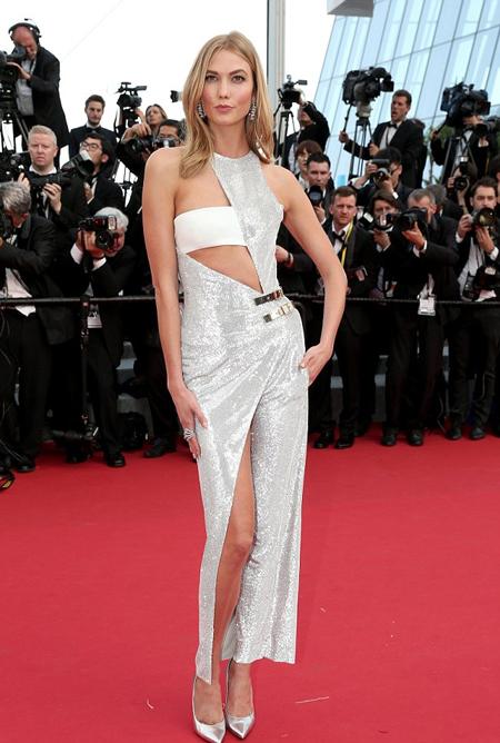 Siêu mẫu 22 tuổi Karlie Kloss tham dự buổi công chiếu bộ phim Standing Tall. Đây cũng là là bộ phim mở màn cho kỳ LHP quốc tế Cannes năm 2015.
