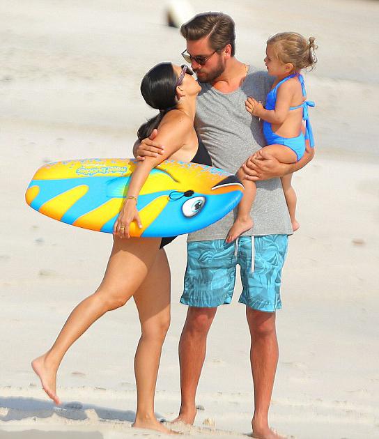 Kourtney Kardashian cùng bạn trai Scott Disick và hai con đi nghỉ mát tại Mexico cách đây ít ngày.